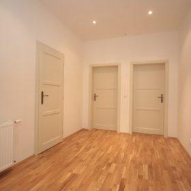 Interiérové bílé lakované dveře