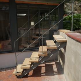 Venkovní schody na zahradu