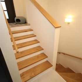 Dřevěné obložení stávajících schodišťových stupňů